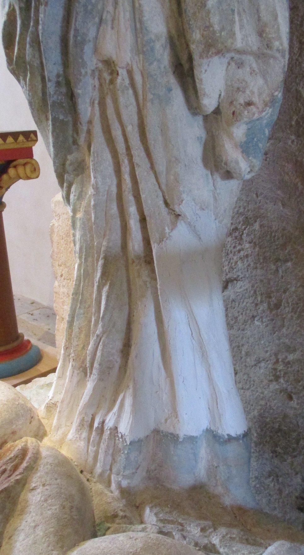 Vierge drapés côté gauche mastics fin